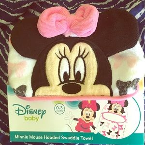Minnie mouse hooded swaddle towel